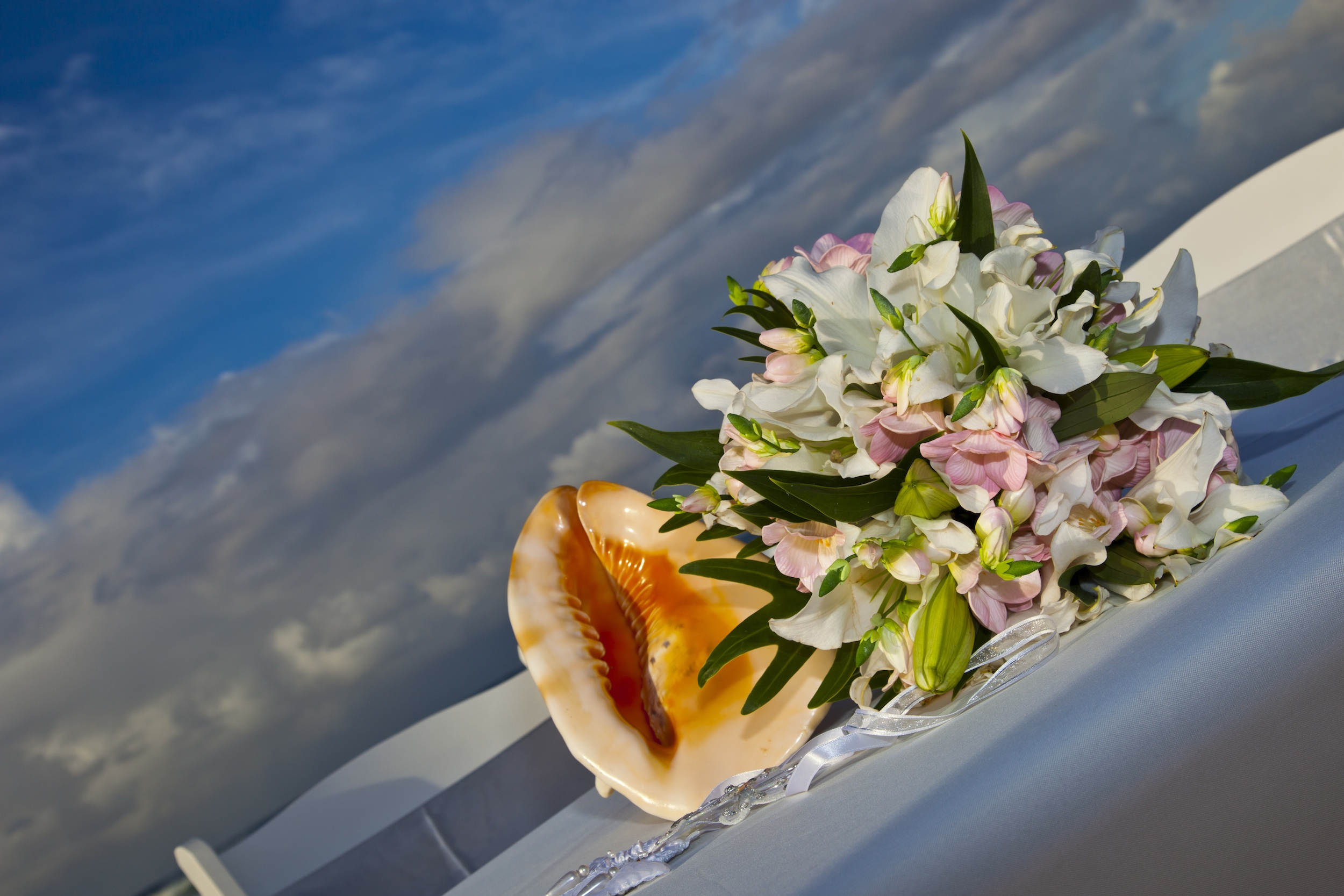 Bridal Flowers Gold Coast : Wedding at currumbin beach weddings gold coast